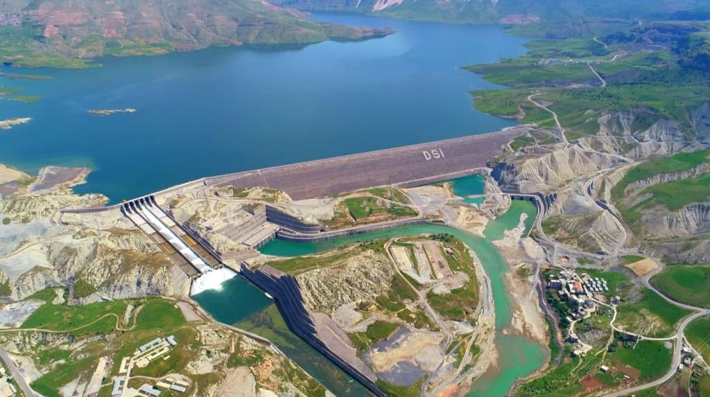 Türkiye'nin dördüncü büyük barajında enerji üretimi başladı