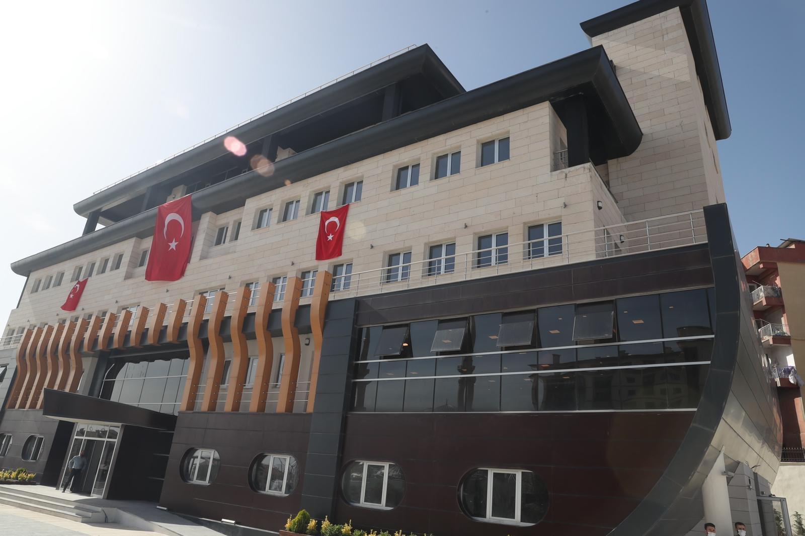 İnşaatı tamamlanan Şırnak Belediye binası Nuh' un Gemisi'ni andıran tarzıyla büyük ilgi topladı