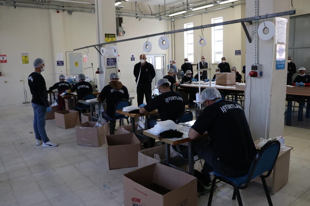 Hükümlülerden sağlık çalışanlarına 5 milyon maske
