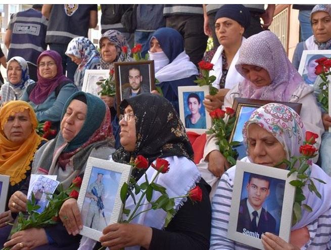 Diyarbakır Anneleri' nin bekleyişleri 300. Günü doldurdu