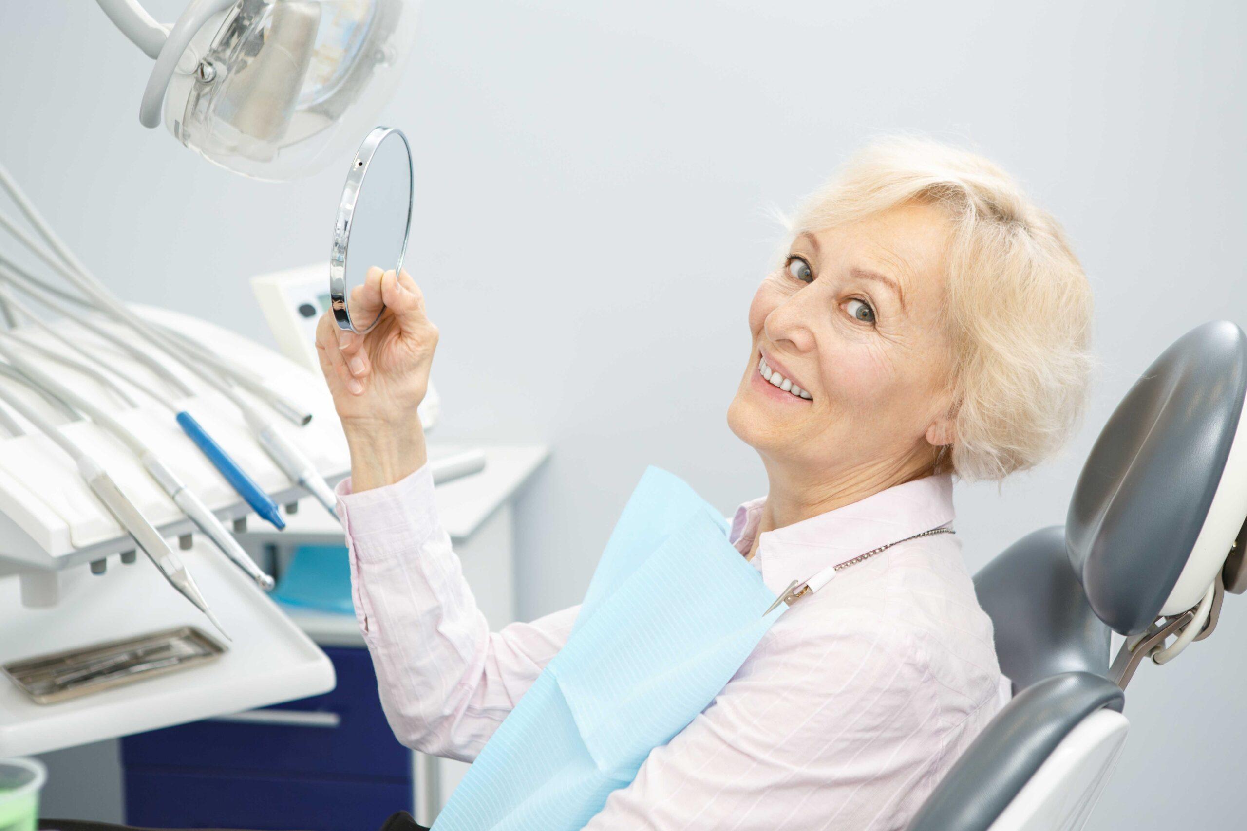 Diyabetik ile ağız kuruluğu ilişkisi diş sağlığı riskini arttırıyor