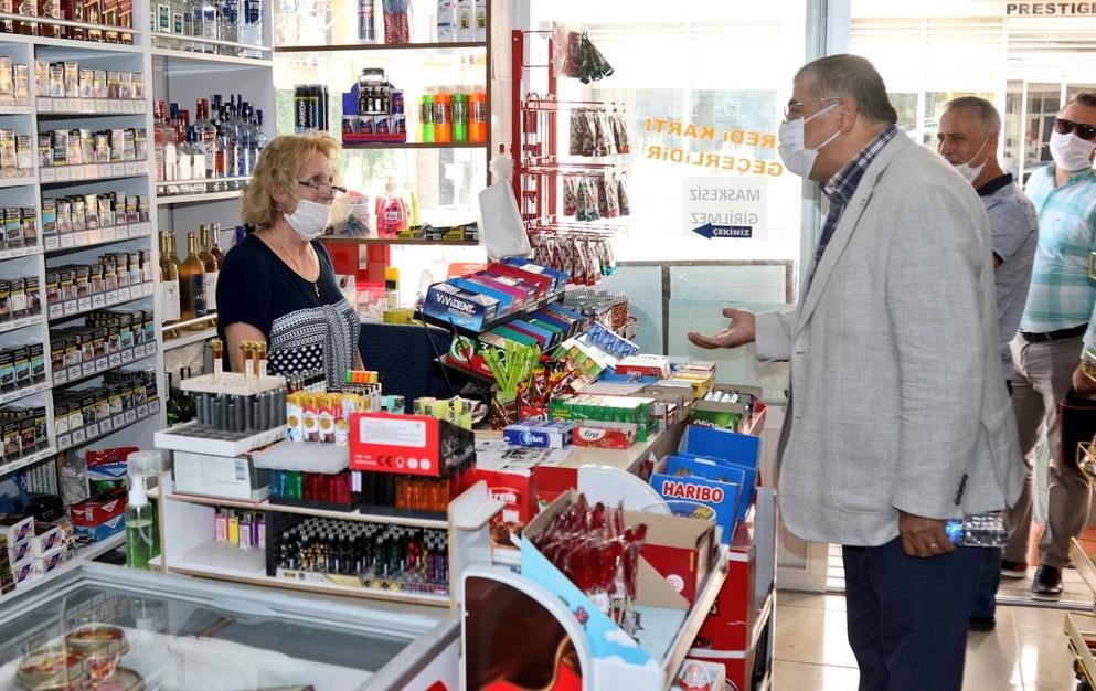CHP İzmir Milletvekili Kamil Okyay Sındır, 'Esnaf vergi ve kredi borçlarını ödeyemiyor.'