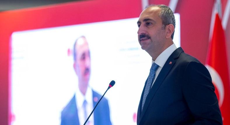 """Adalet Bakanı Abdulhamit Gül, """"asılsız ihbarlarla vatandaşımız lekelenmemiştir."""" dedi."""