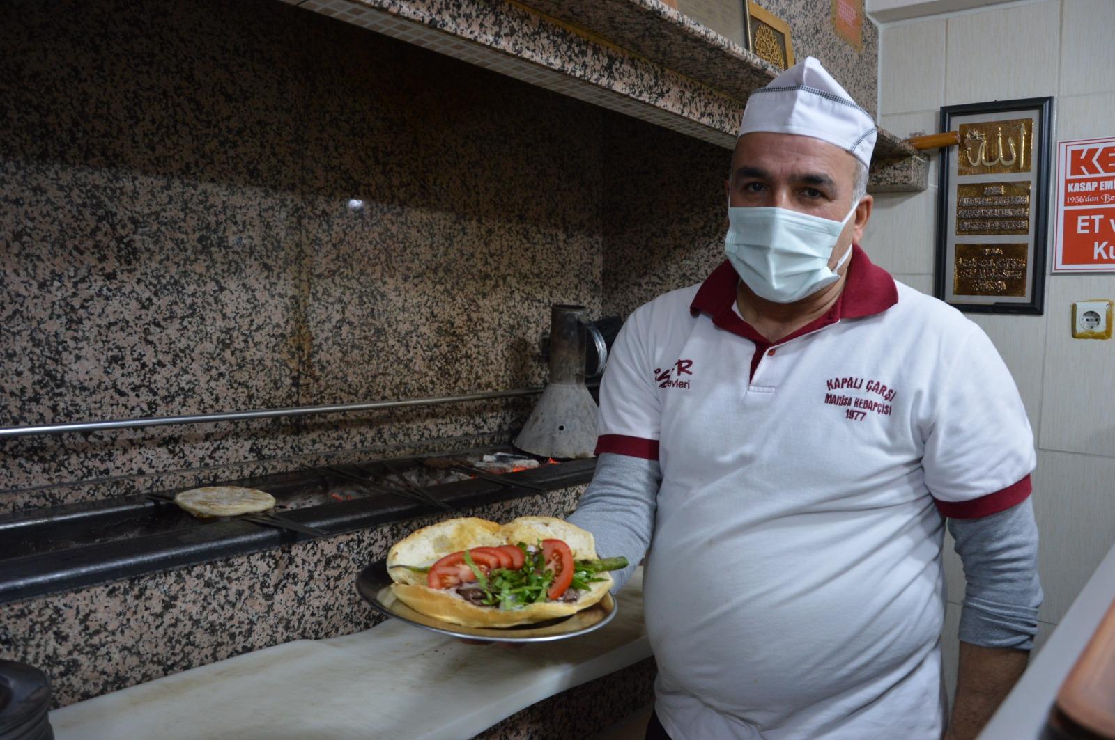 300 yıllık Manisa kebabı ekmek arasına girdi