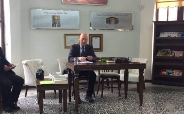 Osman Özbaş' la kitapları ve edebiyat üzerine söyleşi