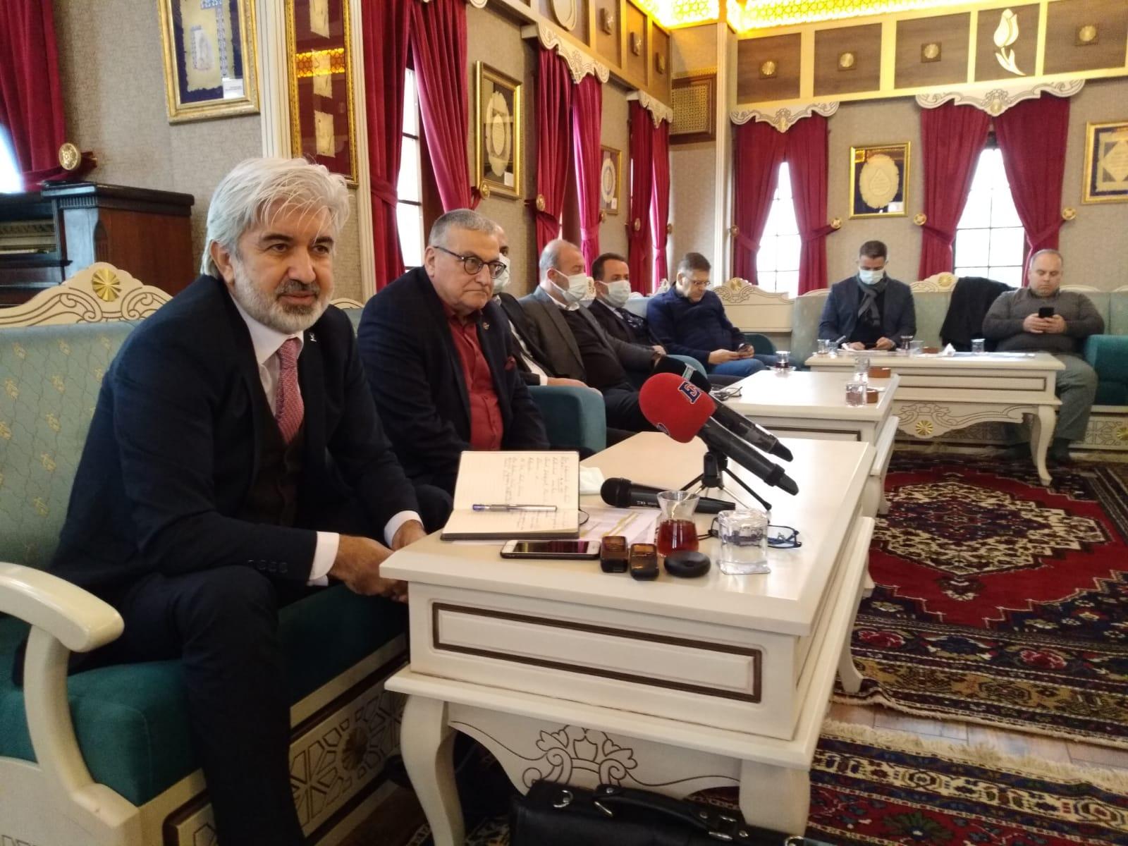 AK Parti Manisa İl Başkanı Salih Hızlı, İrfan Meclisi'nde gazetecilerle bir araya geldi.