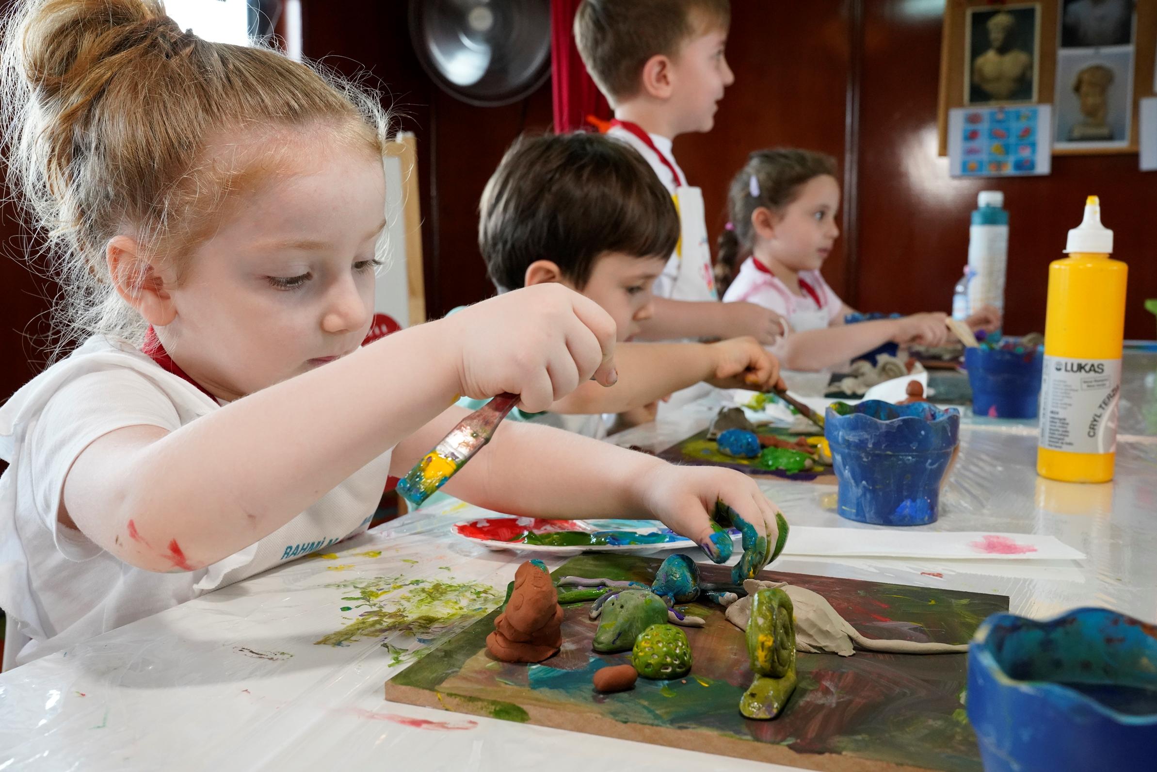 Rahmi M. Koç Müzesi çevrim içi eğitim atölyeleri çocukları sanat- bilimle buluşturuyor.