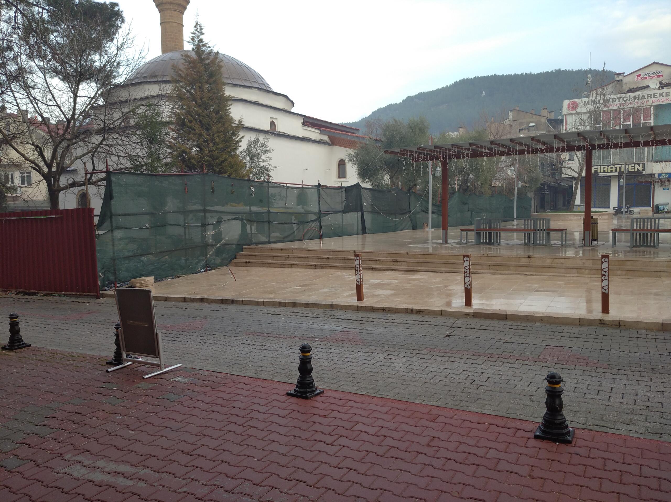Muğla'da Kurşunlu Camii her geçen gün toprağa biraz daha gömülüyor!