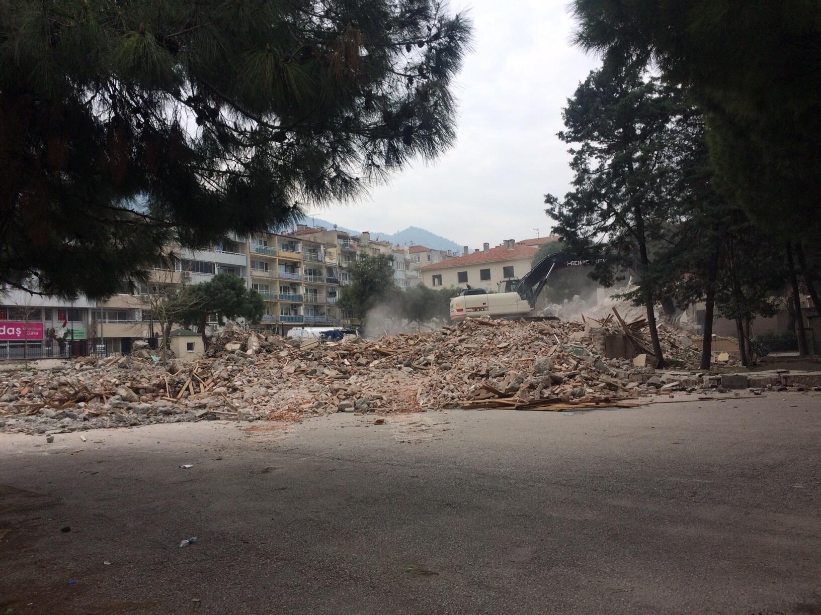 Manisa'da Ali Rıza İlkokulu'nda eski bina yıkılıp modern okul yapılacak