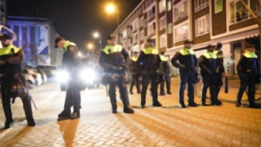 Hollanda Parlamentosunda bomba alarmı!
