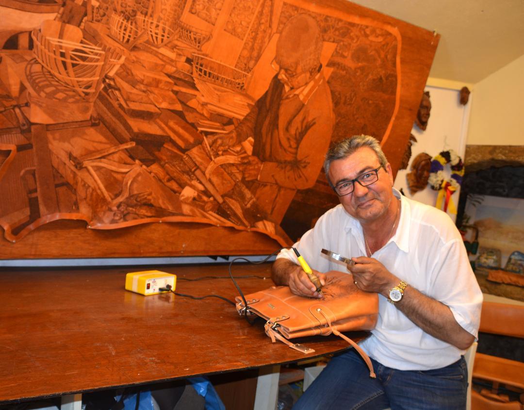 Takis Psarros, ateşle deriyi sanatla buluşturan sanatçı