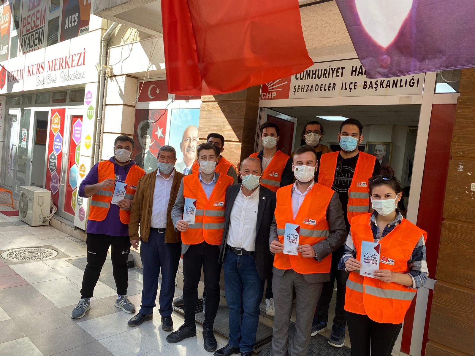CHP'Lİ GENÇLER KANSERE KARŞI FARKINDALIK YARATTI