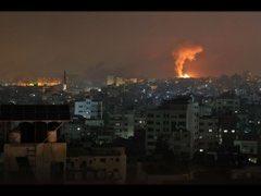 Gazze' de insani dram derinleşiyor; İsrail, hava, kara, deniz unsurlarıyla bombalıyor
