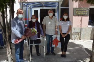 CHP Şehzadeler ve ADD'den yaşlılara bayram ziyareti
