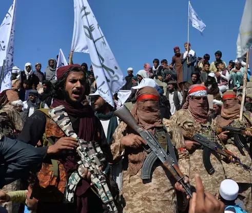 Afganistan' nda Taliban' dan kaçış hızlandı