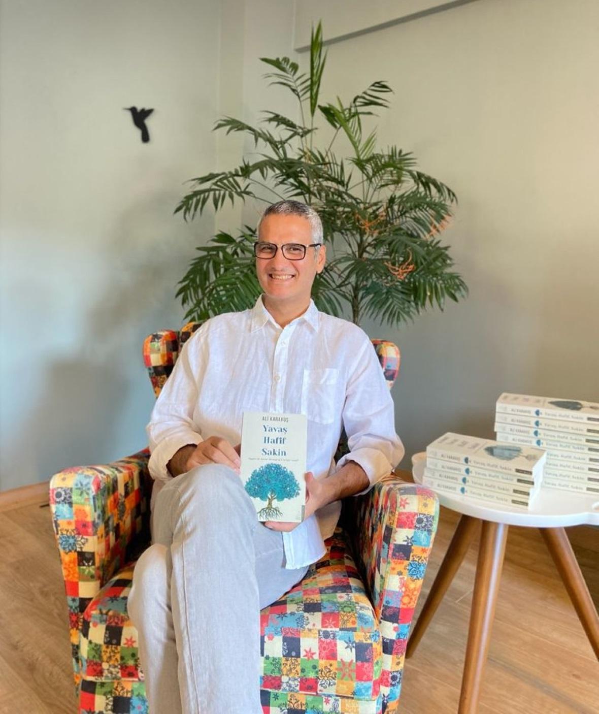 Yazar Ali Karakuş'tan 'Yavaş, Hafif, Sakin' kitap