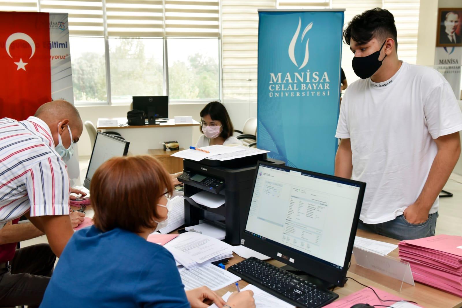Manisa Celal Bayar Üniversitesi'nde Yurtdışı Öğrenci (YÖS) Kayıtları Başladı